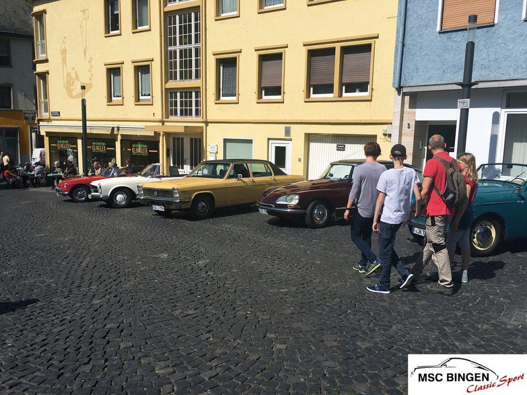 Oldtimertreffen am Fruehlingssonntag in Bingen am Rhein Buergermeister Neff Platz